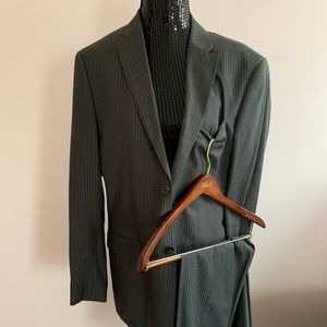 Men's perry Ellis suit with pants and coat 34/30